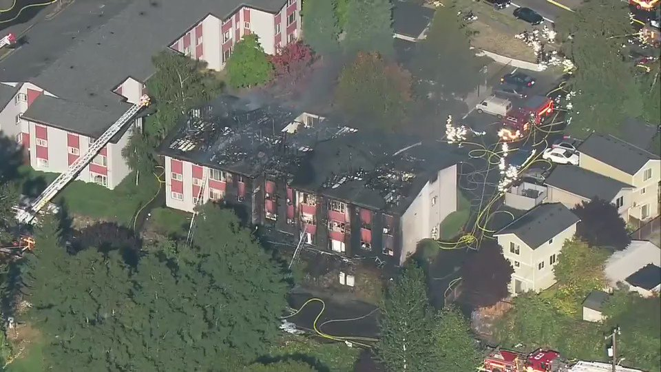 No injuries after massive fire tears through West Seattle apartments