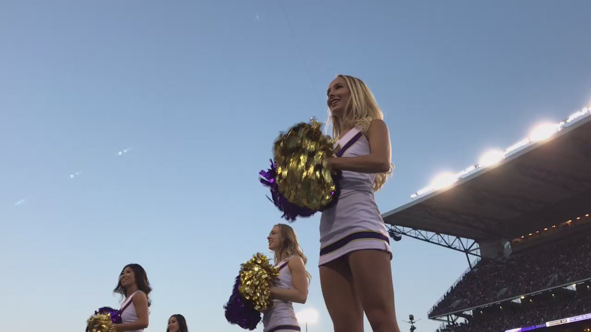 Huskies lead Stanford 23-0 at the start of the 2nd half. Keep it up, Dawgs! PurpleReign KOMODawgs