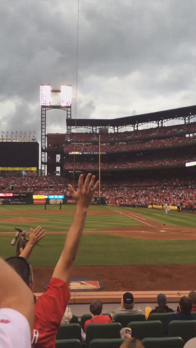 VIDEO: Matt Holliday out to LF for #STLCards on top of 9th while teammates stay back. Incredible moment. https://t.co/yKUv720yn5