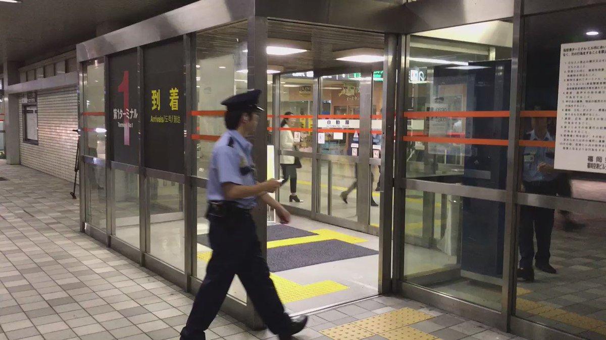 福岡空港 国内線 第1ターミナルビルが閉館する様子です!  本当に47年間ありがとう!!! https://t.co/MshClTwBok