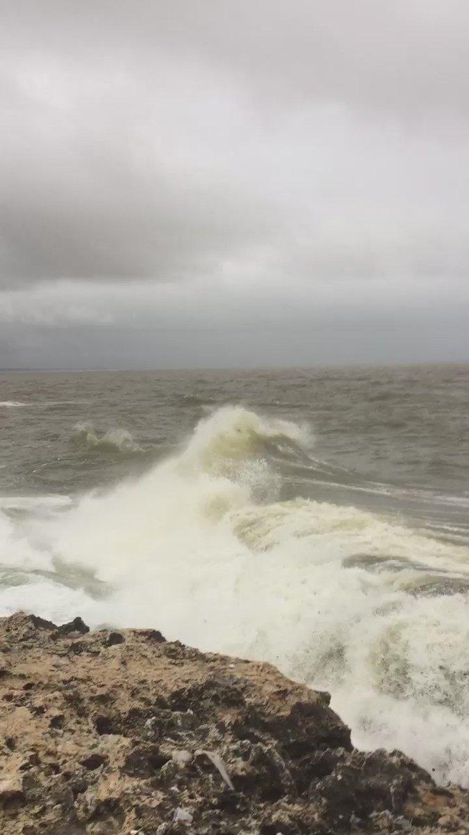 Así está la costa en Santo Domingo a las 5:30 pm #Matthew #HurricaineMatthew #weatherchannel #waves #hurricane https://t.co/z02D5KLwsj