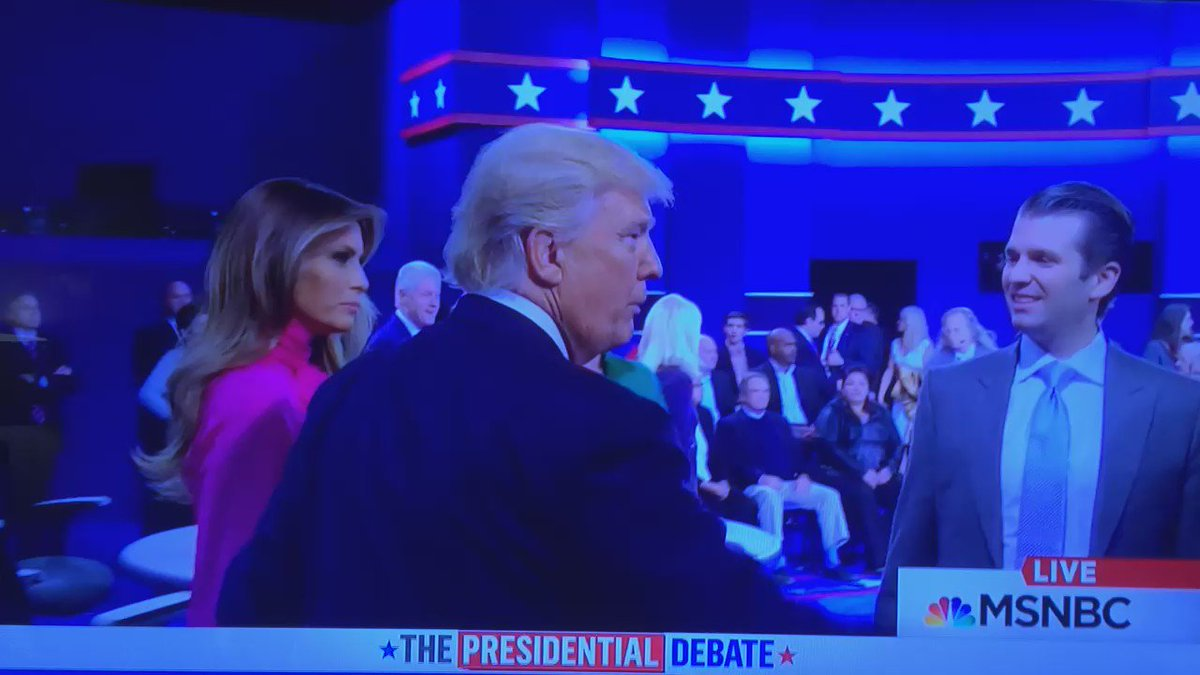"""@BryFun1: Tiffany Trump skillfully pulls away from her dad's kiss #debate https://t.co/ohUvRd799q"" hmmmm"