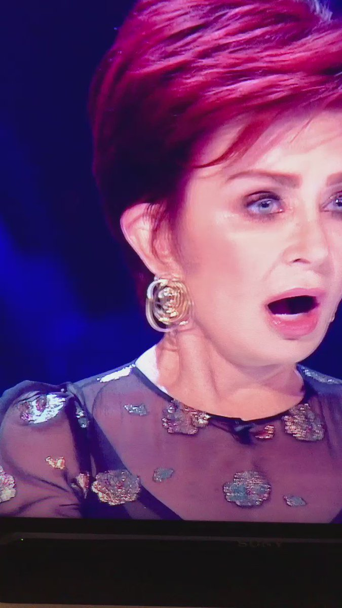 Did that REALLY JUST HAPPEN?! Sharon forgot her name! #XFactor https://t.co/fZSlJLJyZN