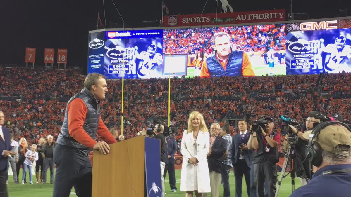 @Broncos Ring of Famer John Lynch leaves the fans with one final message of inspiration at halftime