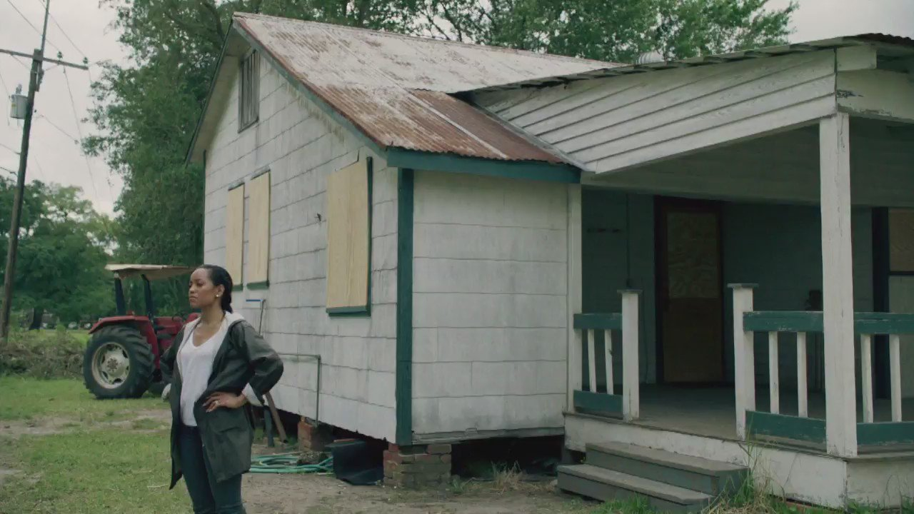 Looks like there's a storm brewin' ☔️…we're back with NEW #QueenSugar episode tonight, 10/9c. #GimmeSugar https://t.co/FSKhUKKT2i