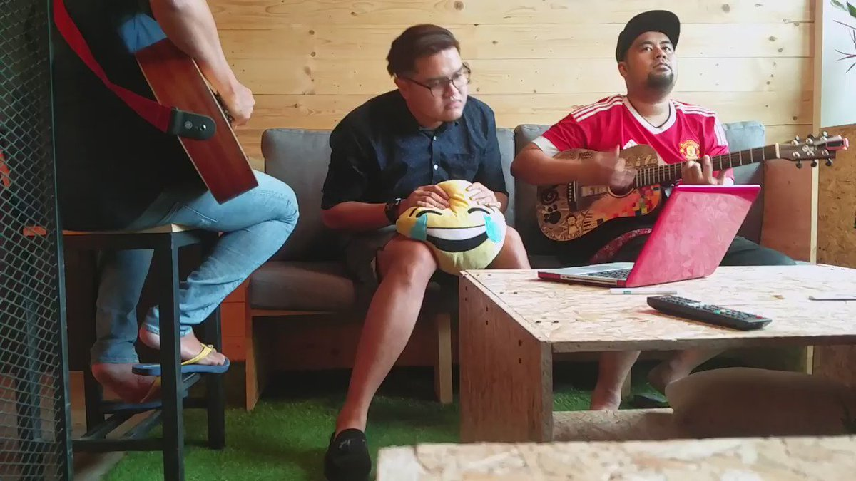 This is our version of Coldplay's Yellow. @TuneTalk please take us to Melbourne! :P #TTColdplay #OfficeJam https://t.co/Ub2smb40sN