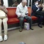 パリピかなw電車の中でリアル音ゲーしてるノリノリなおじいちゃんが可愛い!