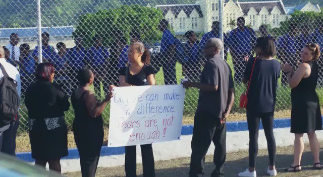 Stop the violence! The fight against killing our children. Peaceful protest this morning at @Jamaica_College https://t.co/kMXiUURtPk
