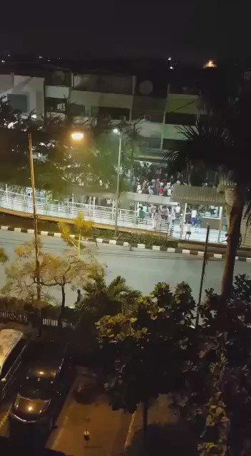 Massa mulai ngejarah Indomart di gedong panjang #safetycheckjkt https://t.co/qWj4ks6v9P