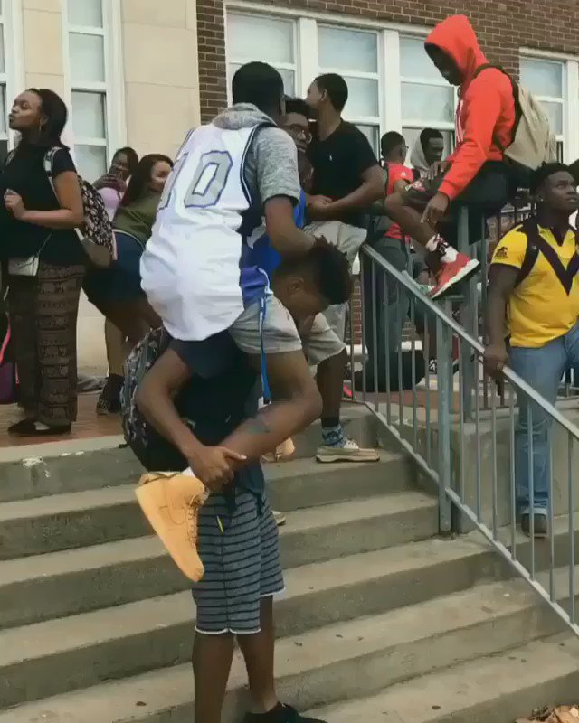 These students at MLK Jr. HS did that!!! What do you think? #MannequinChallenge https://t.co/CPMIam8so8