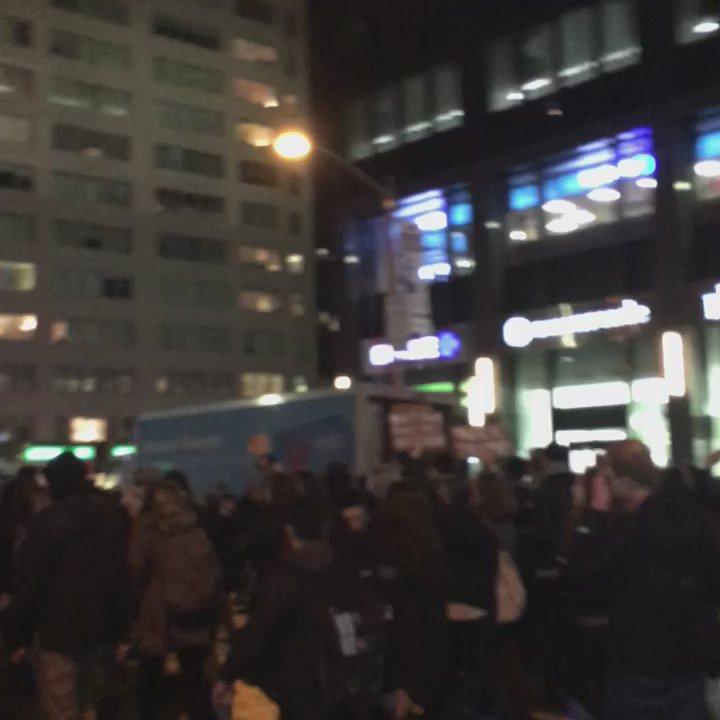 Anti @realDonaldTrump shutting down 6th Ave https://t.co/iUR8K9Tyv8