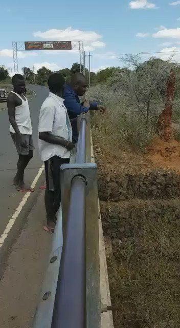 #WhyILoveKenya : These are the Kerio Divers in Baringo. Talk of dare devils . https://t.co/p2Fg4cgivG