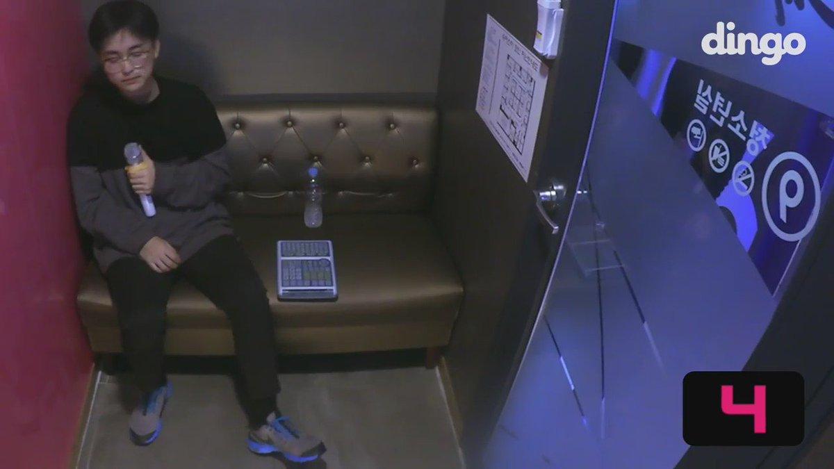 ถ้าเป็นนี่คงหัวใจวาย ผช.คนนี้นั่งร้องคาราโอเกะเพลงกวังฮวามุนอยู่ดีๆ เจ้าของเพลงเดินเข้ามาร้องด้วย😂😂 (Kyuobserver)