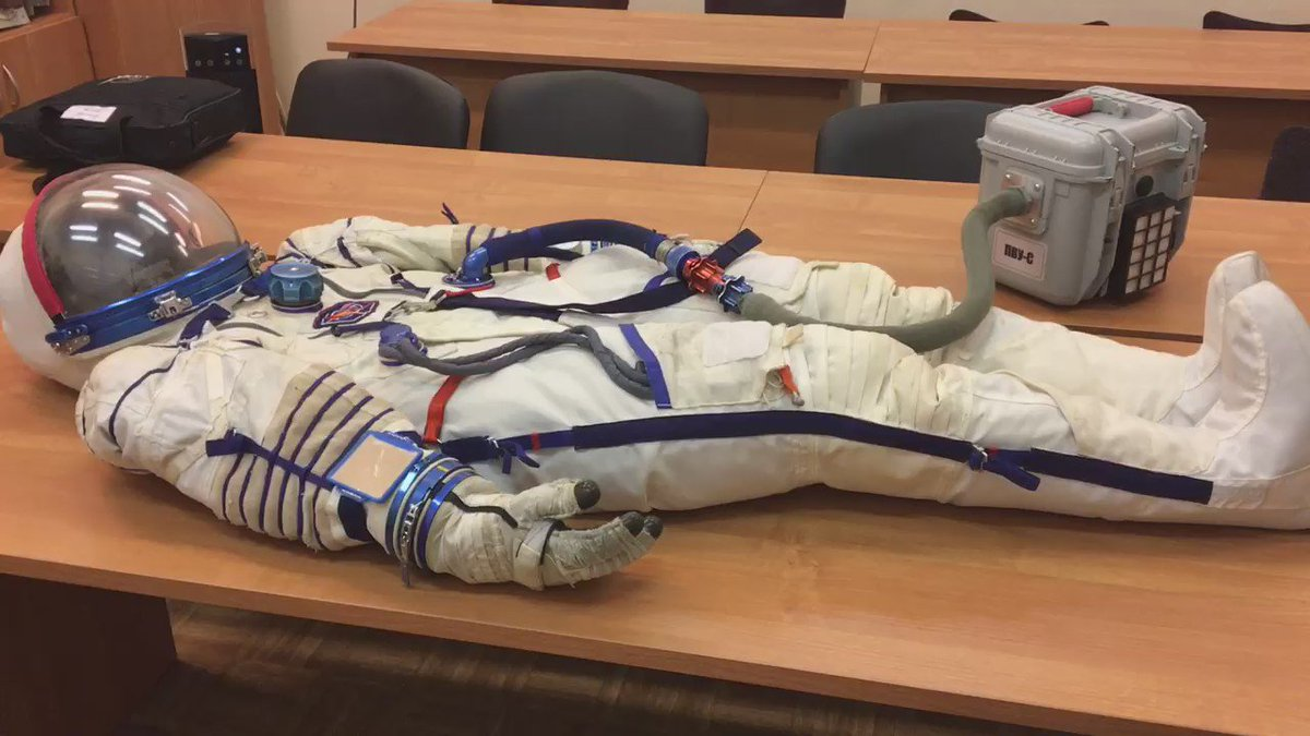 Soyuz pressure suit must be airtight - we check that by pumping it up! https://t.co/i6bg2TSMcZ