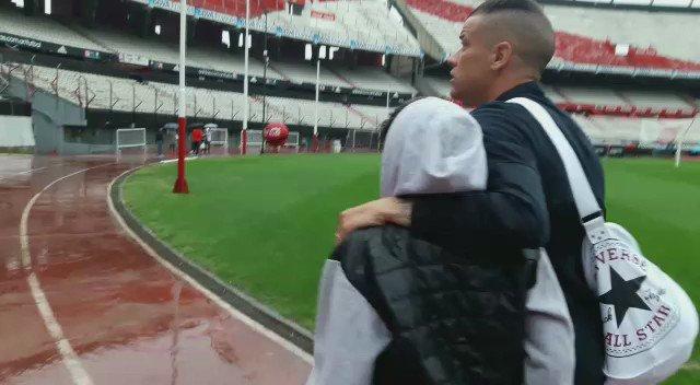 Menino chorava por ter perdido a camiseta. D'Alessandro simplesmente foi D'Alessandro. https://t.co/E9p7qqDOAi