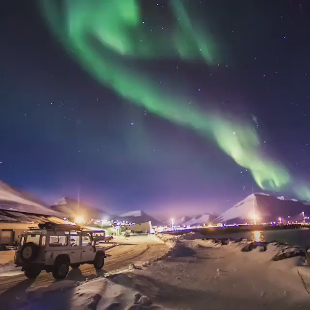 Image for the Tweet beginning: The Aurora Borealis over Iceland. Eerie