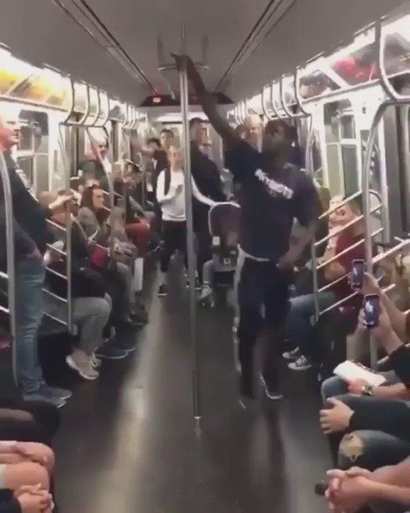 В сосёт метро хуй