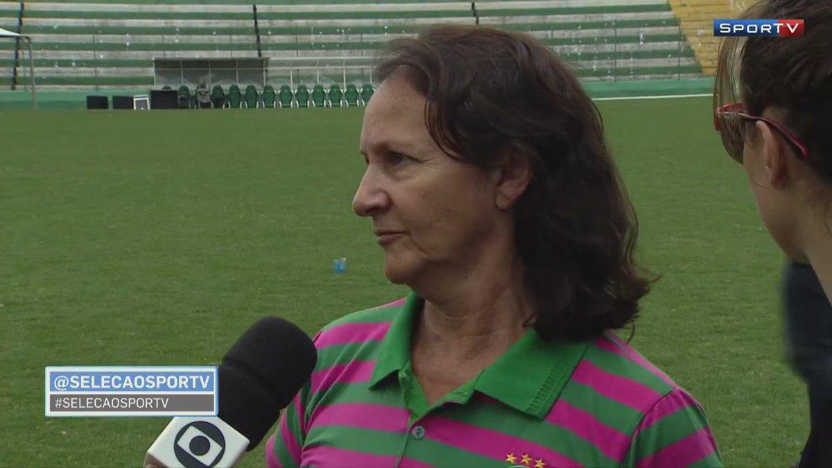 Chorei com esse vídeo. 😥 Essa é a mãe de Danilo. Dona Alaíde. Uma mãe muito especial, como as nossas.