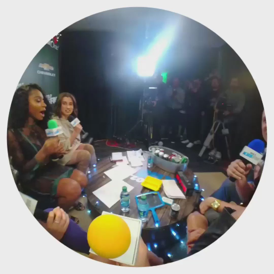 Had fun showing @FifthHarmony snapchat @Spectacles last night at #KIISJingleBall https://t.co/koPt3KMIKt