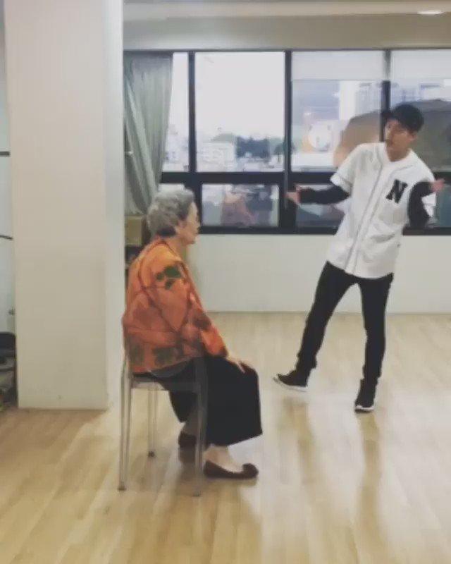 jooheon teaching this grandma how to mak...