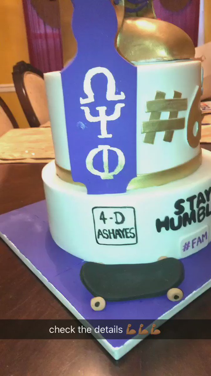 check out the details on the cake