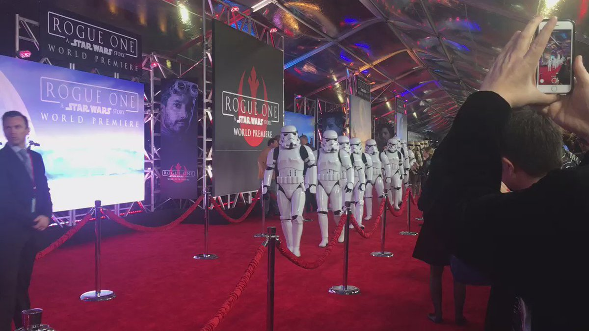 Security is *really* tight at the #RogueOne premiere. https://t.co/WMae6NXxki
