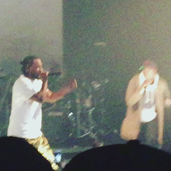 Kendrick ciphering with a Day 1 fan is exactly how I want my 2016 in live music to wrap https://t.co/Otxltc5gzi