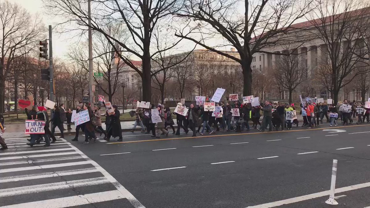 .@realDonaldTrump protest outside the White House right now #NotMyPresident https://t.co/MZkbFL0R9e