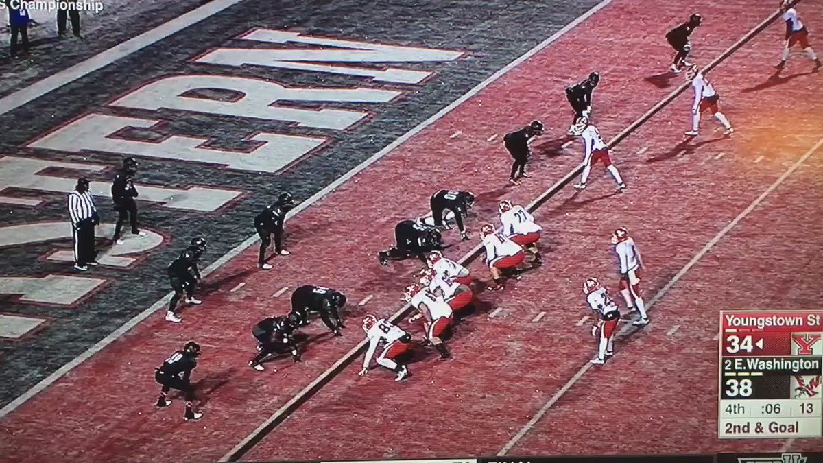 The greatest catch in FCS history sends @YoungstownStFB to Frisco!!#GoGuins @SportsCenter #TopTen