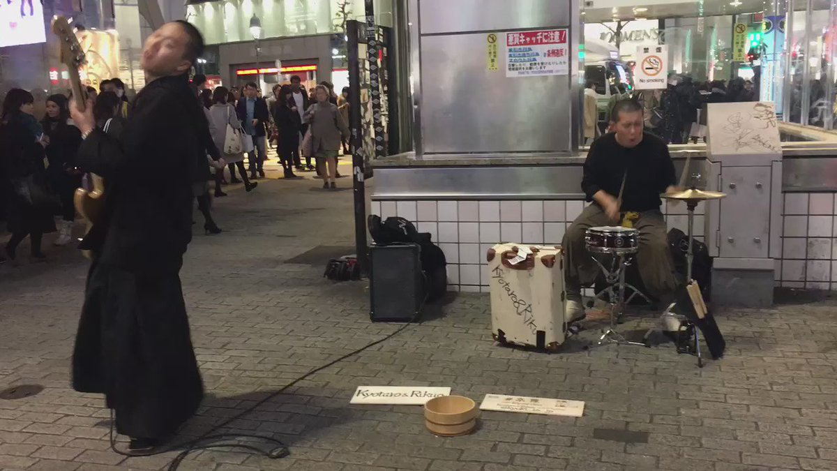 いやー、今日渋谷でたまたま通りかかった#京陸  という二人の路上。二人とも18、9歳というから驚き!! すげーギラギラしてて、すごい好きだ。良い。良すぎる。 これ観てスクランブル交差点渡るの待ってる時なんだか涙が出て来てしまった。。 https://t.co/y3NhgGNTds