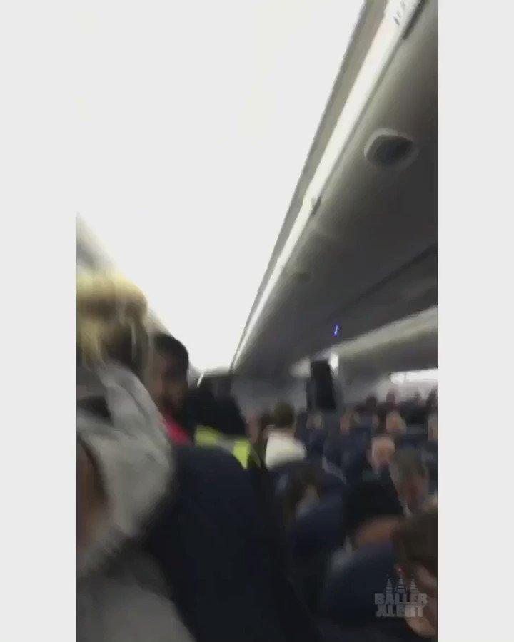 #DeltaAirlines kicks passengers off plane for speaking Arabic https://t.co/SKoaCDKj0E