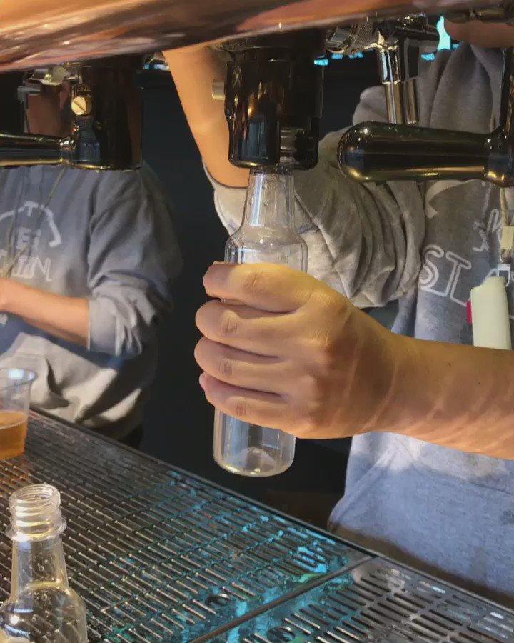연희동 케그 스테이션 병을 꽂고 이산화탄소를 불어 넣어 산소를 빼준 후에 맥주를 담는 방식이라고. 봐도 봐도 질리지 않는다. https://t.co/dC1KMH2Uoz