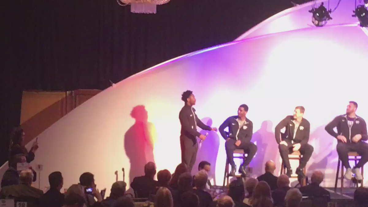 Greatness, Texas A&M and Kansas State got into a sing-off at Texas Bowl banquet: https://t.co/zmMuYqOvtS