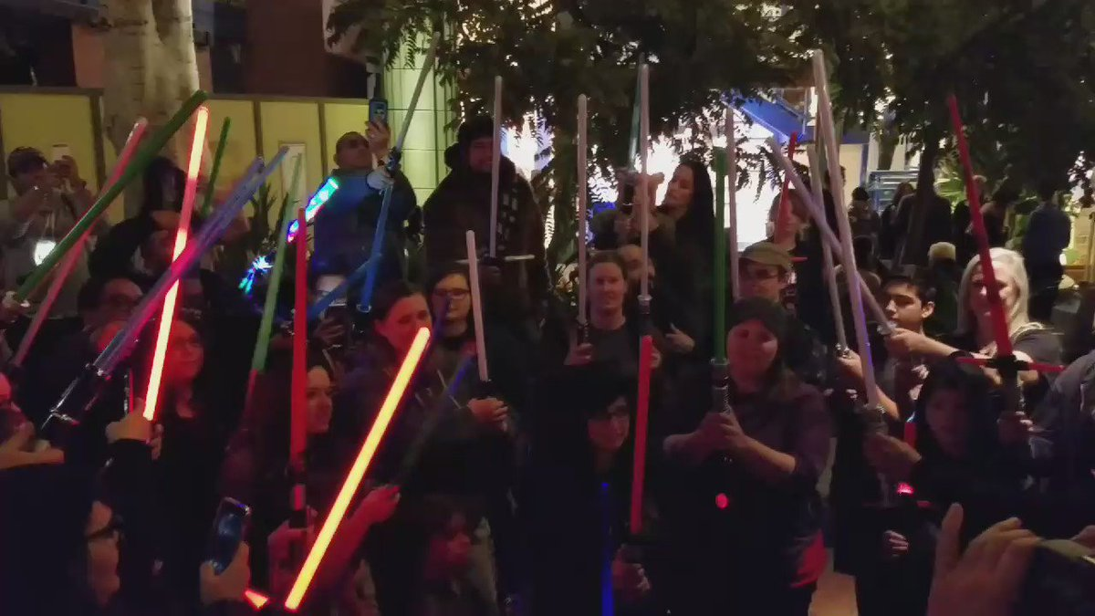 Lighting up the night at DowntownDisney for Carrie Fisher https://t.co/jsALOnBUql