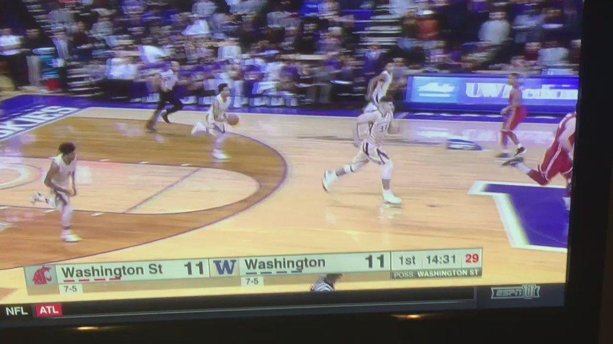 Markelle Fultz at both ends. What a player. #UDub https://t.co/bb7oNzMsHn
