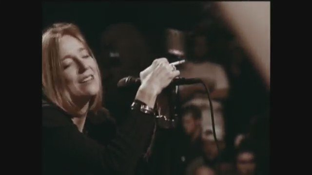 Happy Birthday to Beth Gibbons! Here\s her performing \Glory Box\ live in 1997.