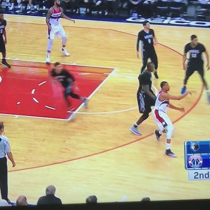 Yo this John Wall pass! #NBAVOTE https://t.co/gfeKeSLDLj