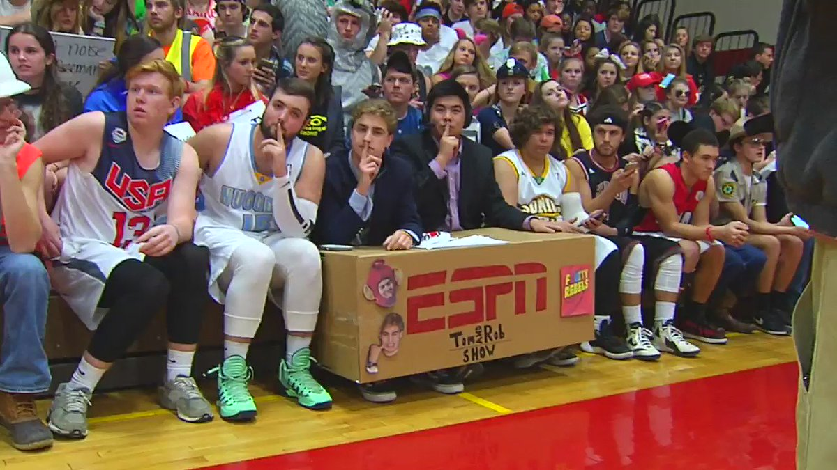 Silent night at @GodwinPride ...wait for it...wait for it... @Godwin_students #8SlamDunk https://t.co/6OsvyKliaS