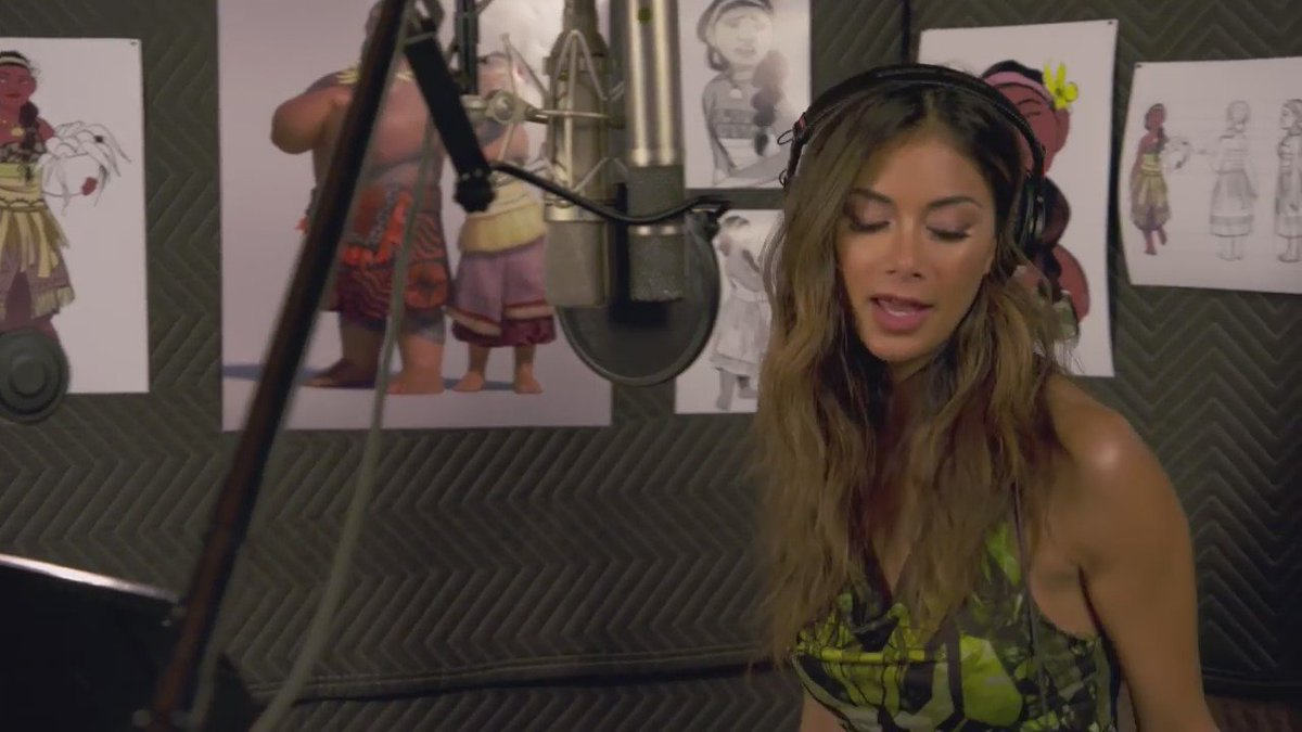 Nicole Scherzinger slaying those Lorde hands in her one singing line in Moana https://t.co/9NScMMtafd