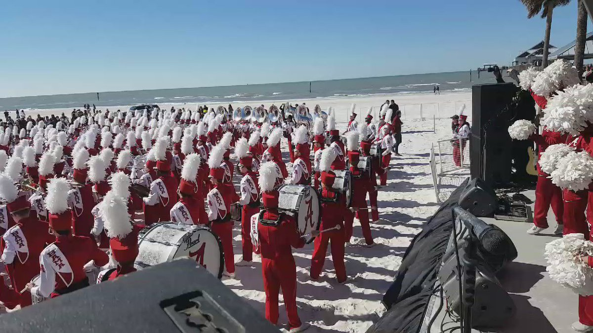 The @UofAlabama Million Dollar Band rolled their TIDE  onto #ClearwaterBeach! #RollTide #ChampBeachBash https://t.co/bl9ITLSbIt
