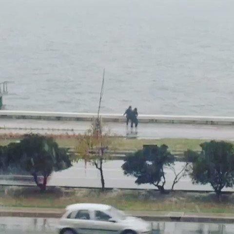 Kar gôren #İzmirli lerin sevinci, işte bu yüzden İzmir! #karda #harmandalı #yer #göztepe ❤️ https://t.co/H8mAAAvgbu