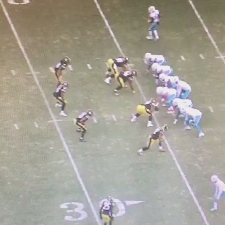 I can't watch this enough. Shazier's athleticism on this INT is ridiculous. #Steelers https://t.co/U0VKmnXKUr