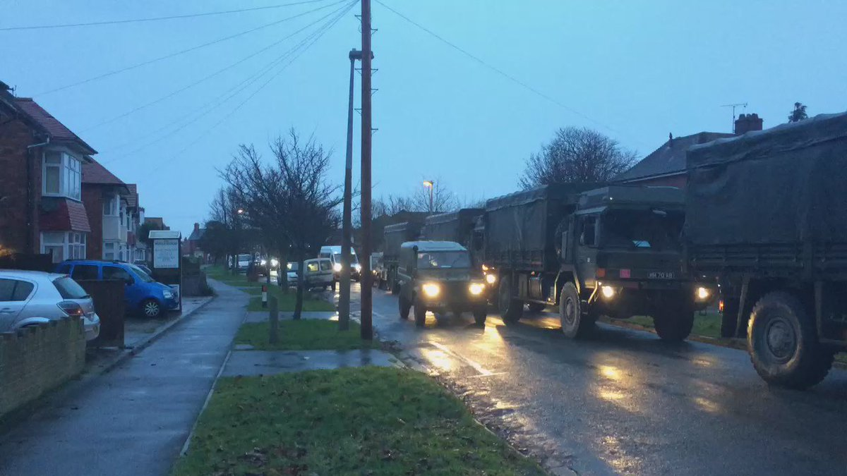 Army arriving in force at Skegness police station. #Lincsstormsurge https://t.co/JnjRnsiAZJ
