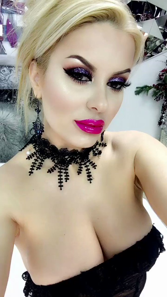 Model - Diamond Doll mistress