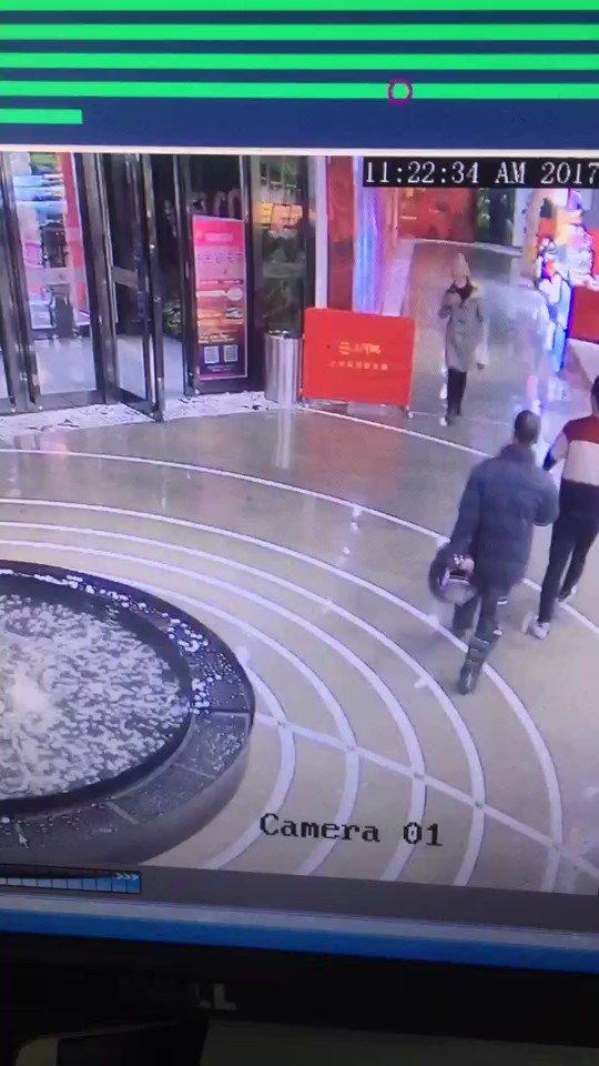 走路的时候不要看手机,特别是冬天! https://t.co/WfFtaivr5d