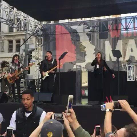 from @brienvarady - #U2 #womensmarchla #womensmarch #theedge #losangeles #2017 #music #juliettelewis https://t.co/0f2369kyWp