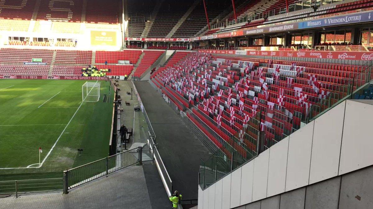 Het Philips Stadion is er klaar voor. Tot straks! 👋🏻 #psvhee https://t...