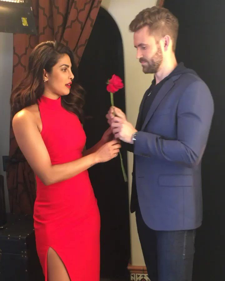 Just give me the 🌹 already @viallnicholas28! #TheBachelor passes on th...
