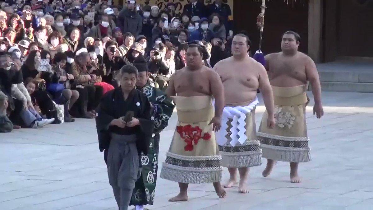 【動画】第72代横綱に昇進した稀勢の里が明治神宮で奉納土俵入りを行い、雲竜型の土俵入りを初披露しました。#sumo #大相撲 https://t.co/XJ4QhMZa6X