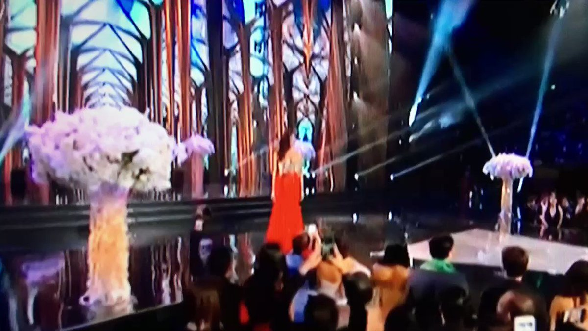 WATCH AND RT! Maxine Medina in Red Gown. #MissUniverse #Philippines https://t.co/KRHp9ujxfL